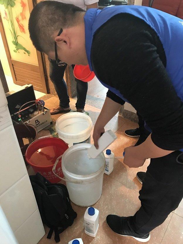 如何清洗塑料水管内壁