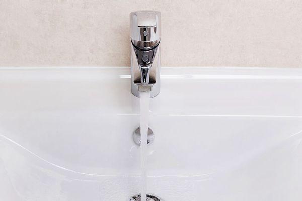 安装净水器就不用清洗水管了吗?