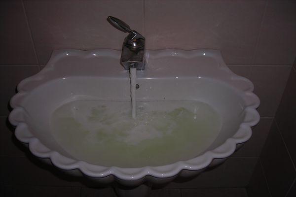家里自来水又臭又黄怎么办?